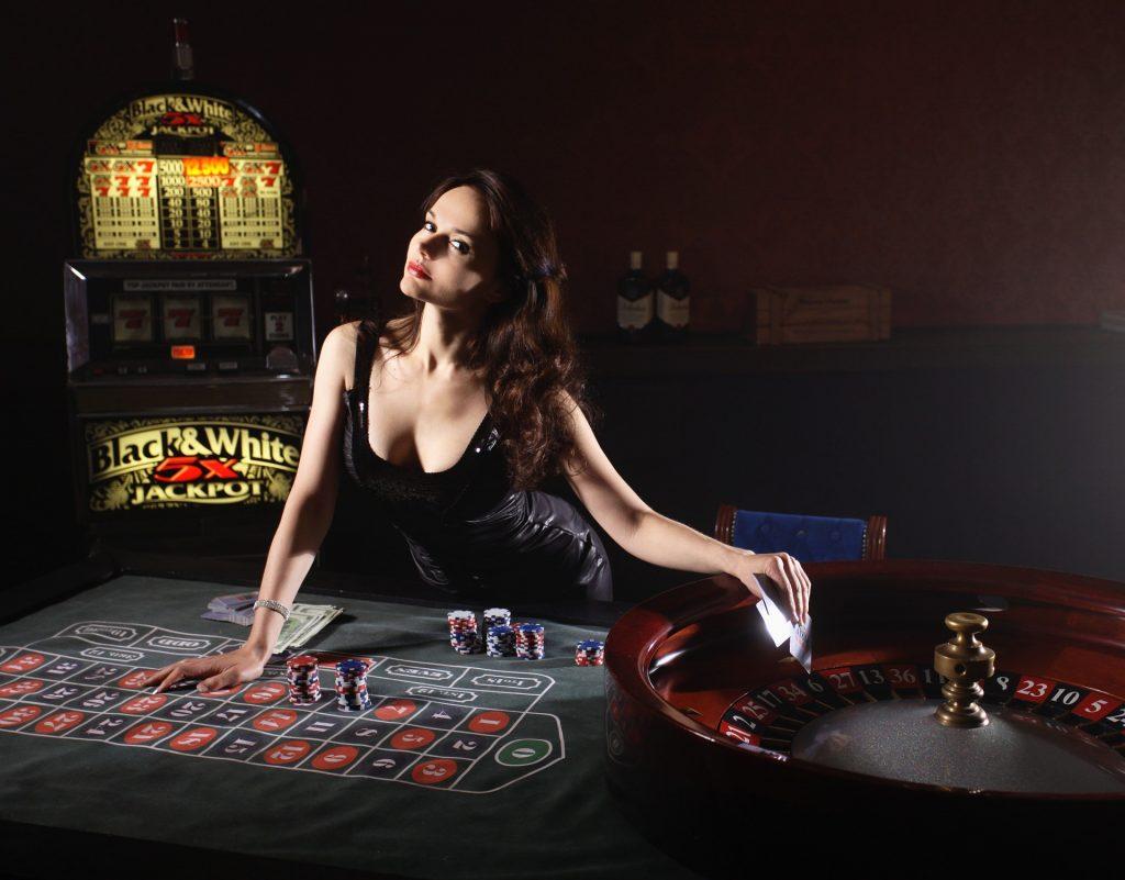 sieviete, kas spēlē ruleti