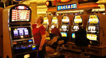 Tiešsaistes kazino nevarat izbaudīt to atmosfēru, kas tiek radīta reālajā kazino.
